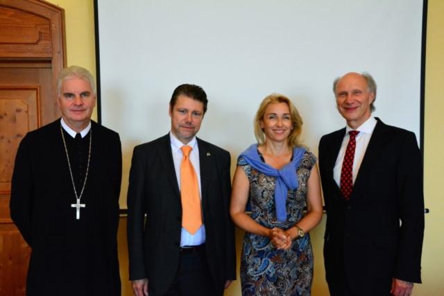 v.l.n.r.: Abt Columban Luser, Hannes Schoberwalter, Judith Girschik, Josef Fritz